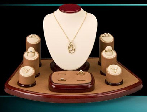 A Well Designed Jewelry Display Set